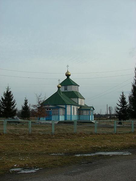 Відновлена сільською громадою церква у селі Сушки)