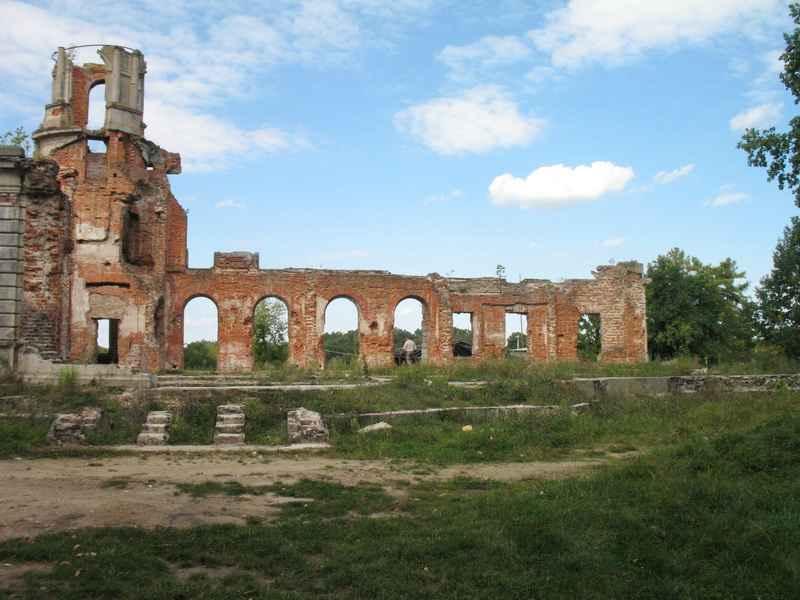 Східна та північна частини маєтку не збереглися. Вони повністю зруйновані.