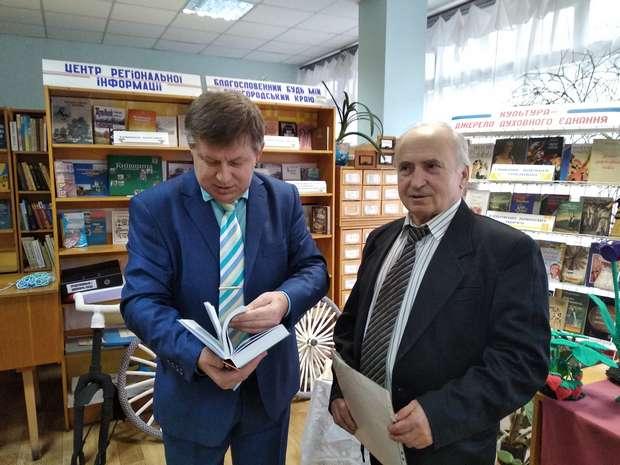 Станіслав Миколайович Рудич розповідає про свою книгу Віктору Михайловичу Барановському