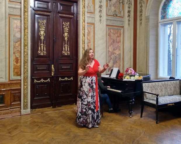 Лауреат всеукраїнських конкурсів Світлана Коваленко