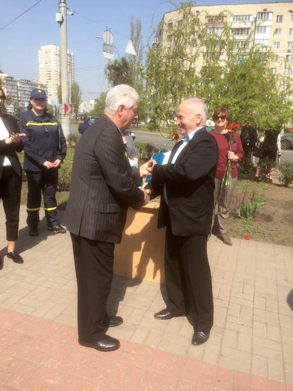 Вручення подяки учаснику ліквідації аварії Барановському Віктору Михайловичу