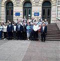 Керівники обласних земляцтв біля Чернівецької Обласної Ради