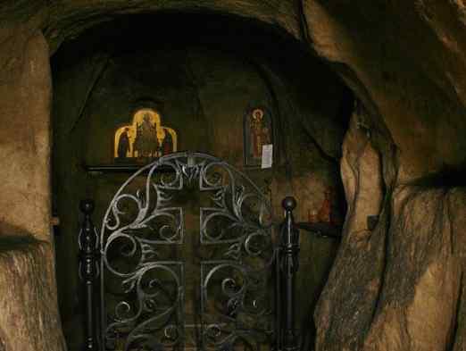 Підземний храм
