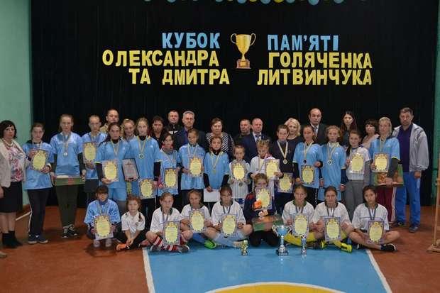 Учасники турніру з міні-футболу на Кубок Пам'яті героїв