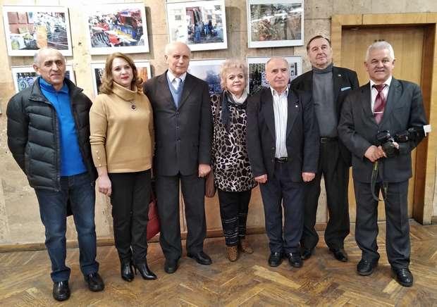 """Земляки на відкритті фотовиставки """"Укаїнська мрія - єдність, свобода і незалежність"""""""