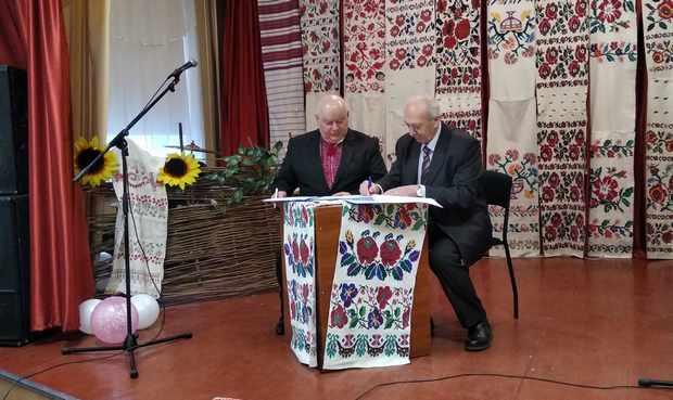 Підписання угоди про співпрацю між земляцтвом житомирян та овруцькою  владою