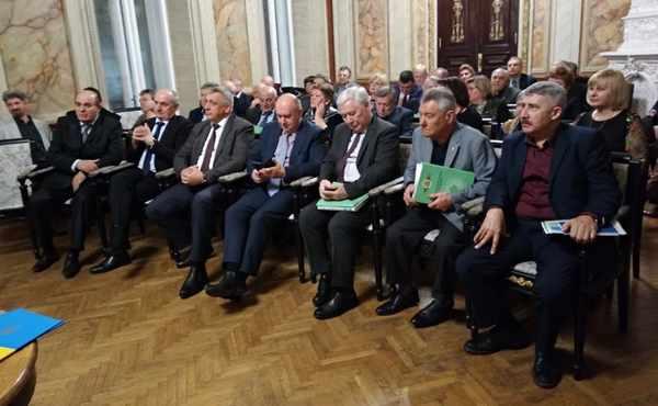 Почесні гості на церемонії передачі функцій координаторcтва в Асоціації обласних земляцтв України.