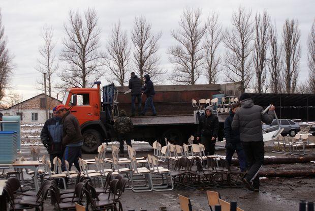Завантаження партами вантажівки