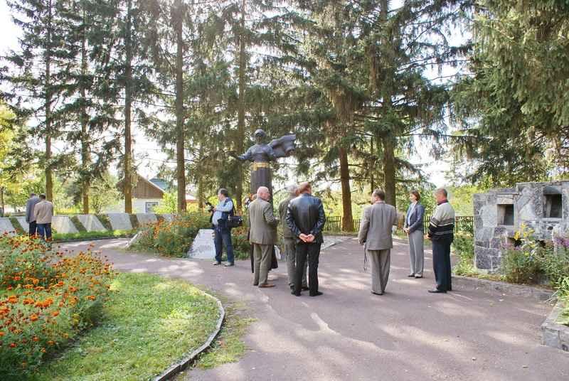 Загальний вигляд площі меморіалу в с.Словечно