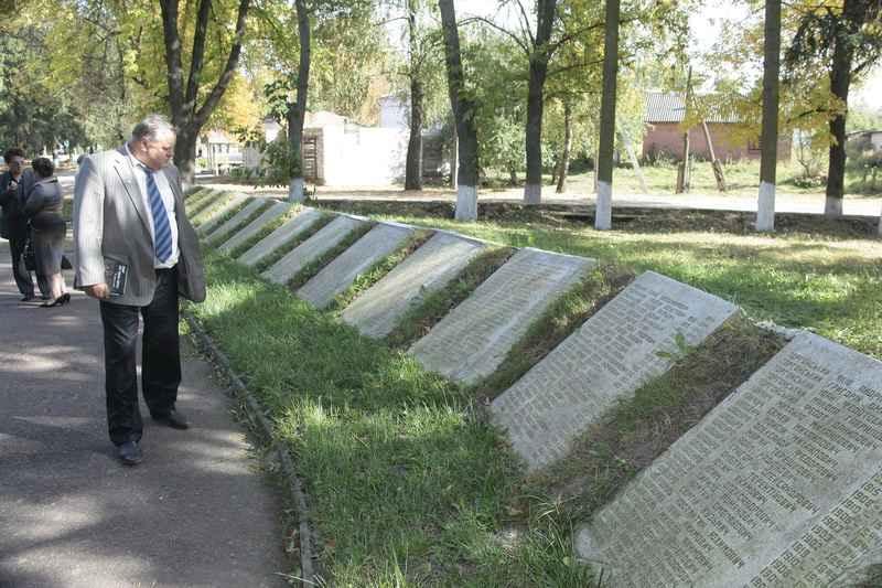 Алея памяті загиблим партизанам  та жителям сіл партизанського краю