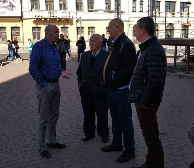 Міський голова Михайло Сімашкевич із членами делегації