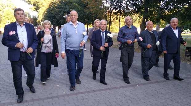 Делегація прямує вшанувати пам'ять Тарасу Шевченко