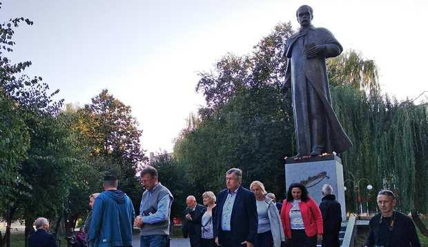Покладання квітів до пам'ятника Тарасу Шевченко