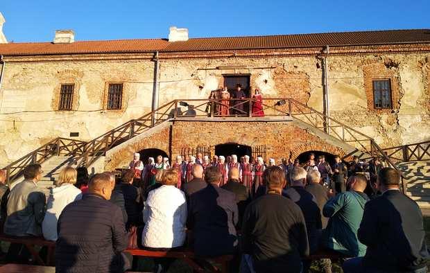 Театралізований концерт біля Старокостянтинівського замку