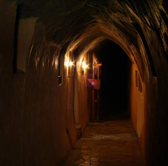 Вхід до підземного храму